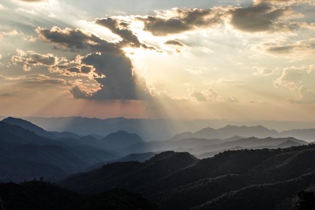 montagnes mae la noi